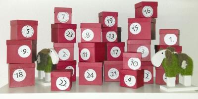 Adventskalender aus Schachteln: Box auf Box