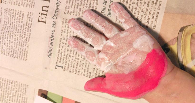 Basteln mit Kindern: Handabdruck mit Fingerfarben